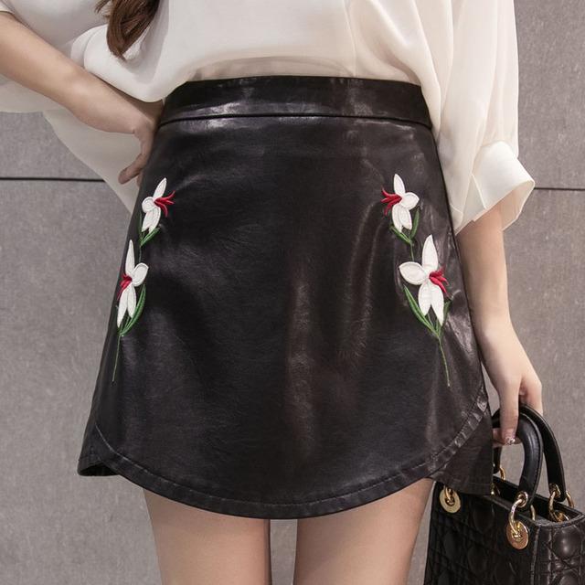 2017 Primavera invierno nueva PU de cuero de imitación de las mujeres falda de flores bordado negro bodycon faldas saias faldas real photo S M L XL