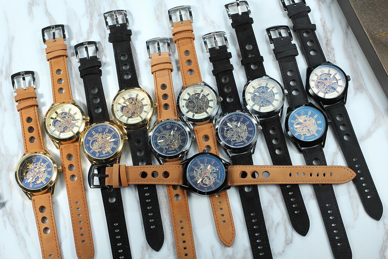 Forsining marca superior exposto relógio mecânico do