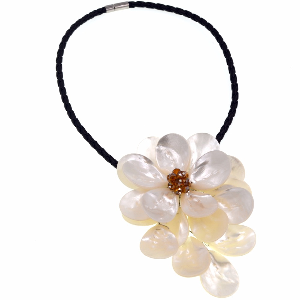 2017 New Design Brown crystal white sea shell flower pendant necklace