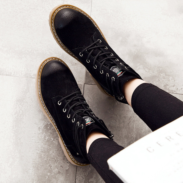 2017 Autumn Winter British Style Martin Boots Fashion Design Rivets Women Ankle Boots Genuine Leather Chelsea Boots Botas Mujer