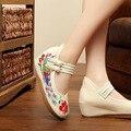 Blanco Antiguo Beijing Bordados Zapatos de Las Mujeres Mary Jane Talón Plano Denim Estilo Chino Casual Cloth Plus Size 4 colores Zapatos mujer