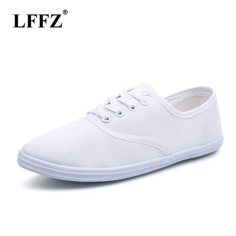 New 2019 Women Canvas Shoes Breathable Fashion Brand Women Flat Shoes Woman Sneakers White shoes Plus Size 35-42 HQ01