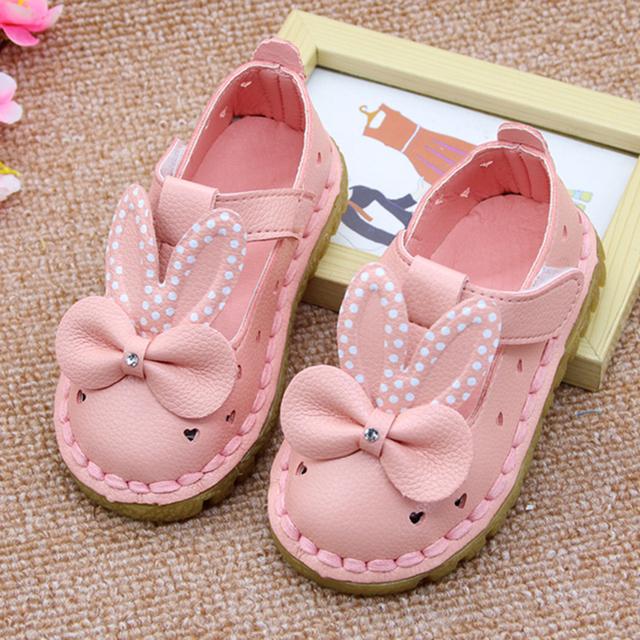 Orelhas de coelho bonito da criança shoes 2017 nova couro oco verão shoes lindo cristal arco-nó shoes para meninas do bebê venda quente A02151