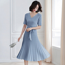2019 Spring And Summer New Small Fragrance Short Sleeve Pleated Large Swing Long Section Waist Slimming V-neck Knit Dress цена