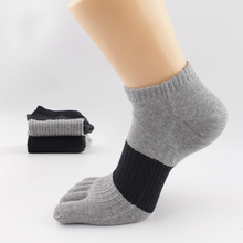 Yeni pamuk renk mücadele erkek beş parmak çorap rahat deodorant ter erkek parmak çorap