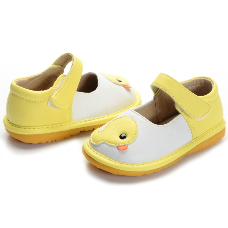 f31c6784dd8a5 Yellow Duck Toddler Girl Squeaky Shoes First Walker Soft Sole Baby Leather  Casual Shoes-in First Walkers from Mother   Kids on Aliexpress.com