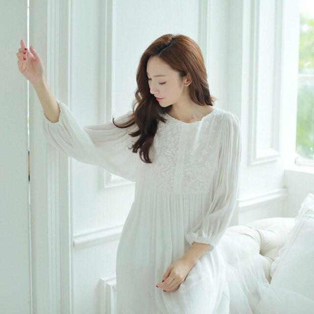 5c168972f Nova Primavera Verão Princesa Pijamas De Algodão Branco Mulheres 3 4 Manga  Rendas Bordado Longo