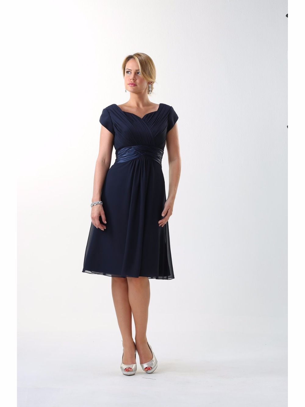 Navy Blue Short Modest   Bridesmaid     Dresses   With Cap Sleeves Sweetheart Navy Blue Informal Beach Summer Maids of Honor Gowns New
