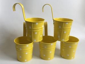 Image 1 - Cestas colgantes para jardín de infantes, 10 unidades/lote, d9.5 x 17cm, cestas de metal para balcón, diseño de lunares de colores