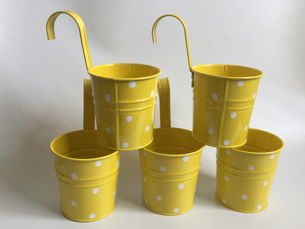 Cestas colgantes para jardín de infantes, 10 unidades/lote, d9.5 x 17cm, cestas de metal para balcón, diseño de lunares de colores