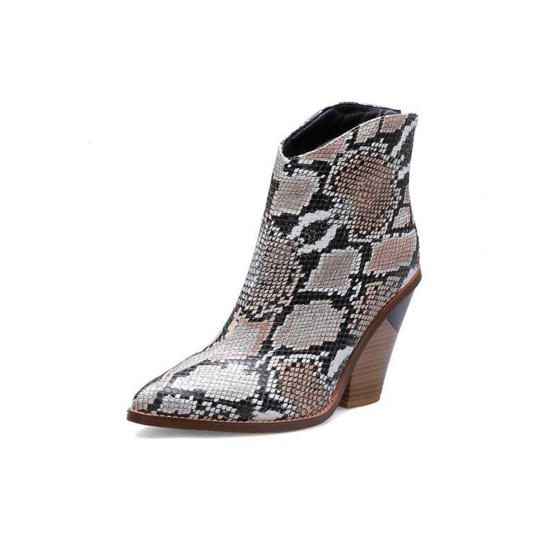 2019 Mode Reliëf Microfiber Leer Vrouwen Enkellaarsjes Puntschoen Western Cowboy Laarzen Vrouwen Mid-kalf Chunky Wiggen Laarzen