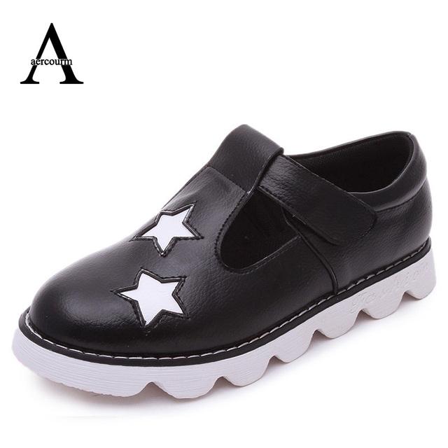 Aercourm um 2017 novo verão crianças shoes meninos meninas shoes couro moda casual shoes pequenas estrelas tênis branco preto vermelho