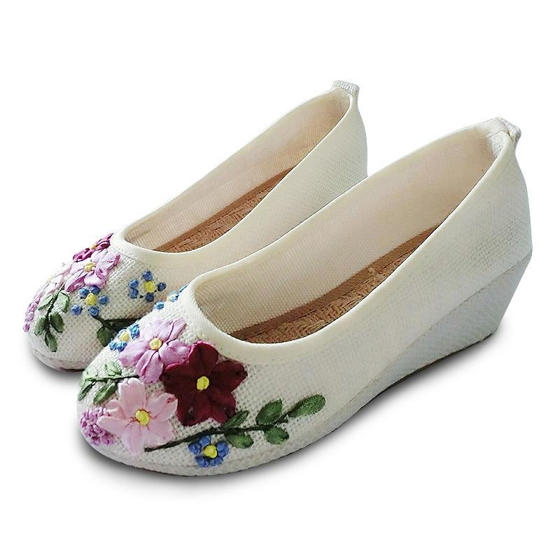 2017 New Women Flower flats Slip on Cotton linen Fabric Casual Shoes Comfortable inside heighten Old Beijing shoes Beige color old beijing shoes new women s cotton