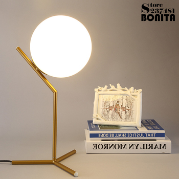 Lámpara de mesa minimalista moderna nórdica para sala de estar bola de cristal blanco luz de mesa trípode de hierro bola redonda lechosa lámpara de escritorio lectura