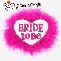 12 шт. сердца ярко-розовый Цвет Перо Кнопка To be Bride дизайн брошь свадебное мероприятие девичник для девочек куры партии поставки брак