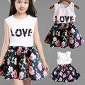 Moda de nueva Lindo de los Bebés Ropa Fijada Verano Camiseta Sin Mangas Top y Bottom Floral Niñas Outfit Set Alta Calidad