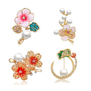 Crystal Flower Brooch For Women Girl Mom Collar Pins Corsage Lotus Plum Cherry blossoms Metal Plant Brooch Badges Jewelry