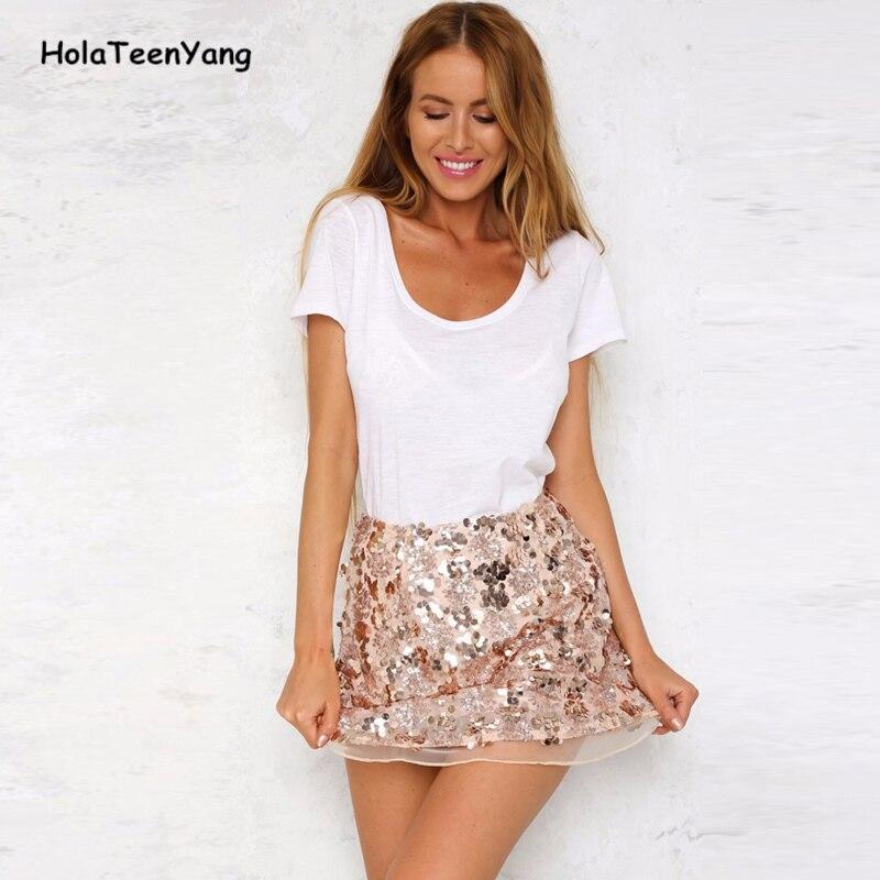 Фото девушки в блестящих юбках