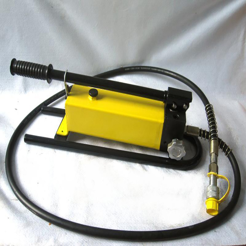 1pcs hand pump hydraulic CP-700B WITH PRESSURE GAUGE Manual hydraulic pump Portable ultra-high pressure hydraulic pump cp 600 cp 180 hand oil pump portable manual hydraulic pump