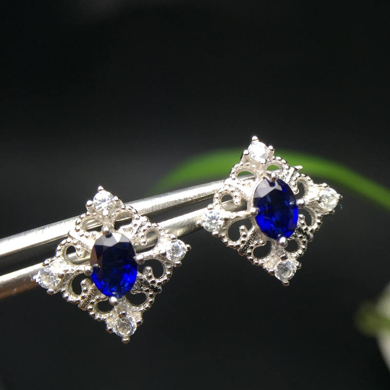 Natural sapphire stud earrings, openwork style, beautiful gems, cheap, 925 silver, free shippingNatural sapphire stud earrings, openwork style, beautiful gems, cheap, 925 silver, free shipping