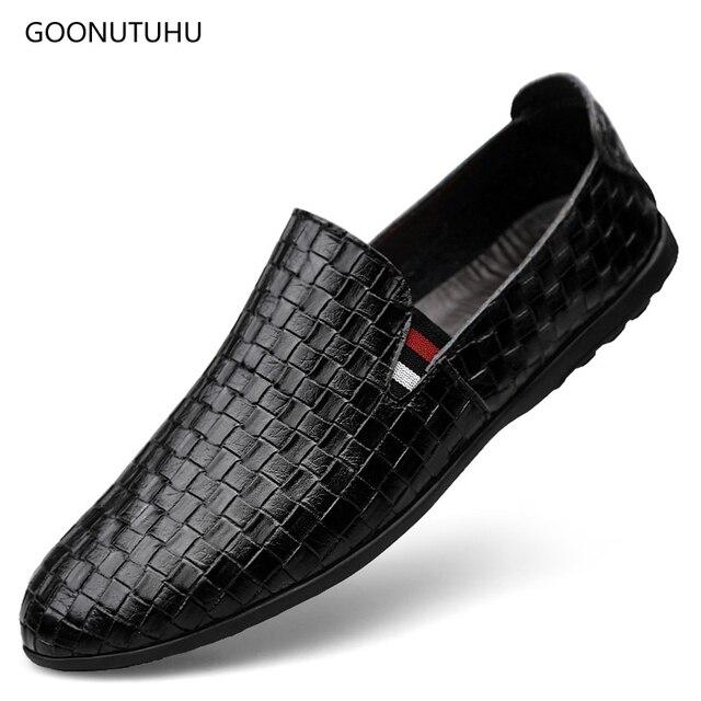 db73d43f076 Los zapatos de moda de los hombres mocasines de cuero genuino transpirable  blanco y negro zapato. Sitúa el cursor encima para ...