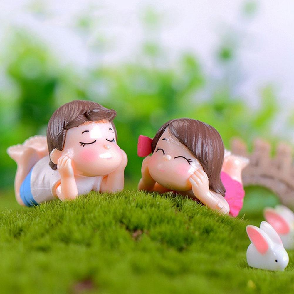 2Pcs Cute Lovers Boy Girl Lying On Front Miniature Garden Bonsai Dollhouse Decor