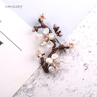 Vanssey Vintage Branch Flower Leaf Sakura Natural Baroque Pearl Brass Round Brooch Pin Accessories for Women 2018 New