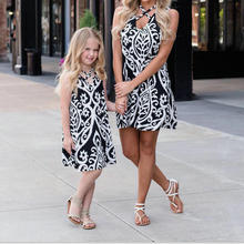 2018 Matching Mother Daughter Dress Outfits Family Look Sleeveless Beach Mommy And Me Summer Dresses Clothing Mom Child Dress