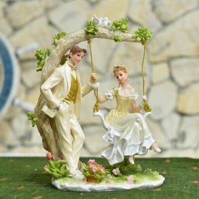 Balançoire créative de style européen cadeaux de mariage ameublement un salon armoire à vin TV ark artisanat décoration fille poupée
