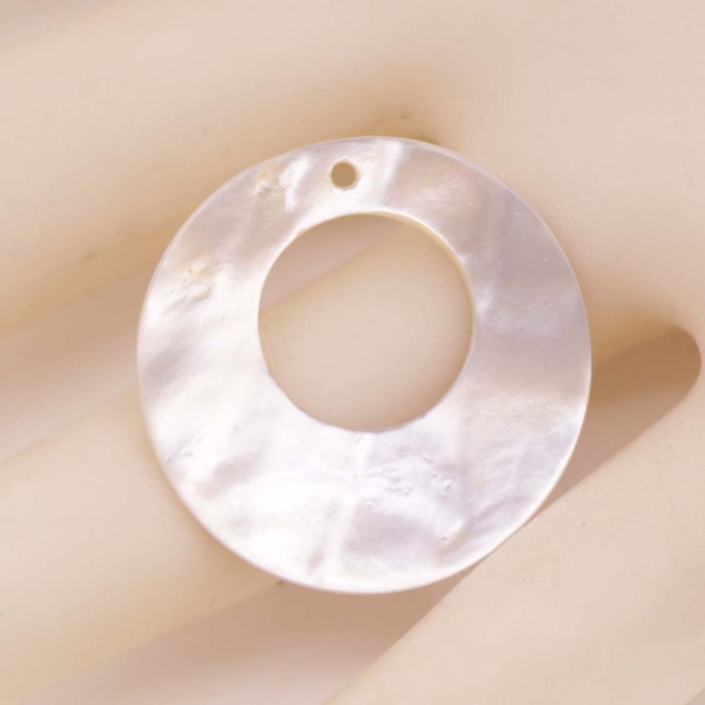 Купить с кэшбэком 25mm Round Disc Natural beige Shell 10mm Hole Mother of Pearl Jewelry Making  DIY