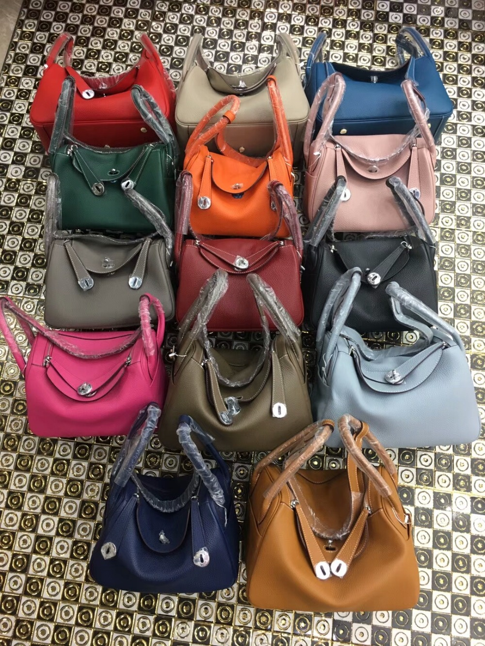 The new h Lin di female bag litchi grain cowhide portable Europe and the United States of big shop sign dumplings bag leather oThe new h Lin di female bag litchi grain cowhide portable Europe and the United States of big shop sign dumplings bag leather o