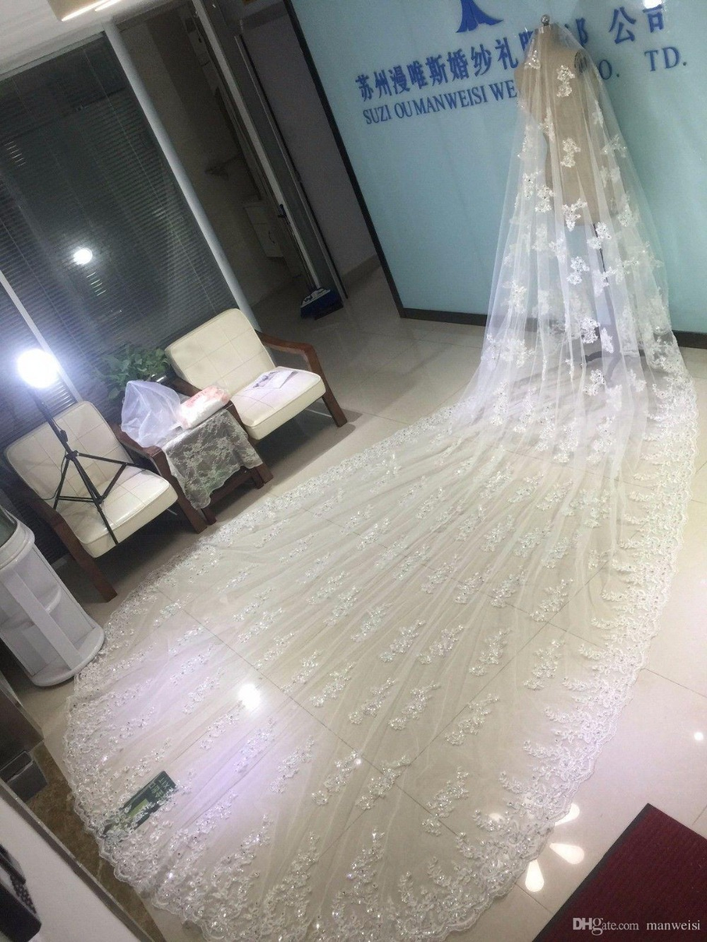 luxury-bridal-wedding-veils-cathedral-length-with-free-comb-5-m-long-white-ivory-lace-applique-veil (1)