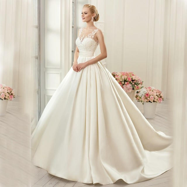 New Arrivals Ball Gown Wedding Dresses 2017 Backless Scoop Neck Lace Appliques Belt Chapel Train Bridal Gowns Customized CGT051