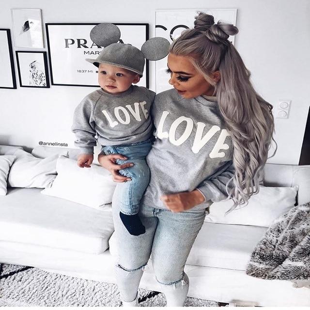 cf8029195b6d Aiqinsha madre hijo camisa de manga larga otoño pulóver ropa de algodón  letra gris ropa de