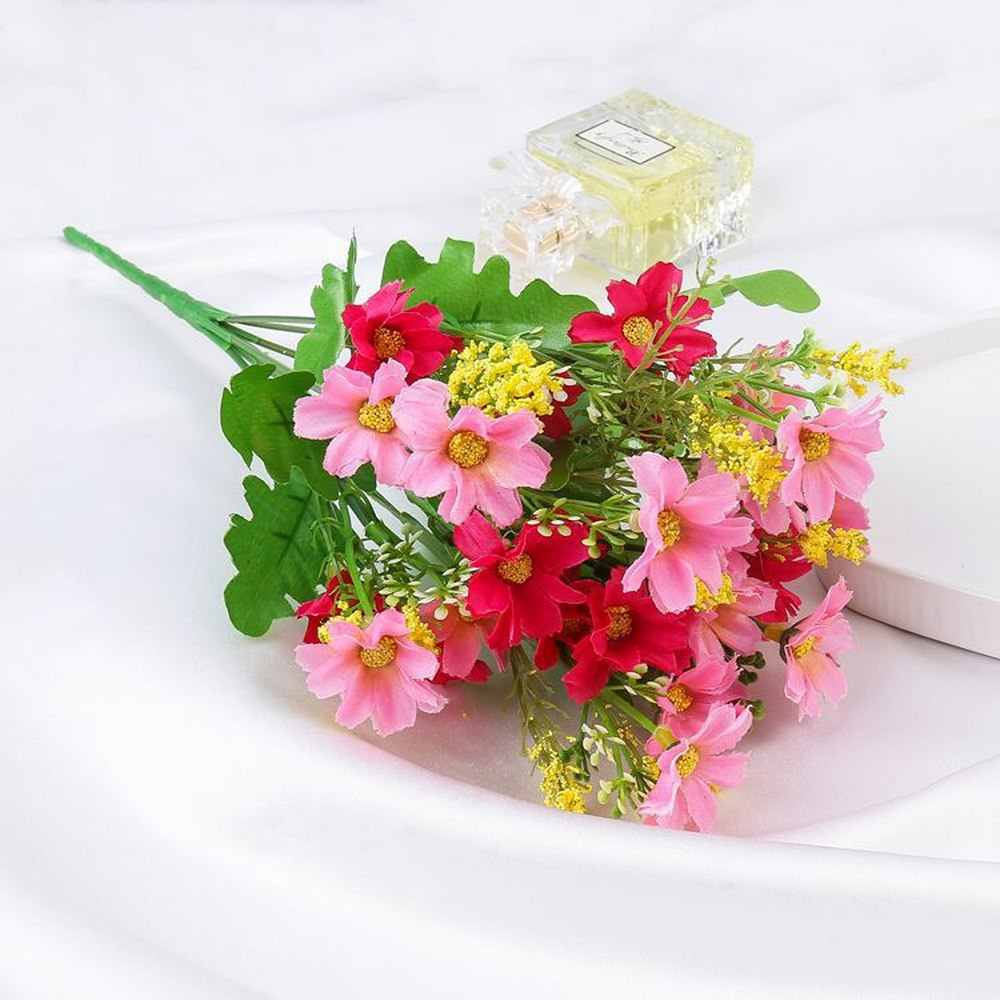 One Bouquet 7 Branch 28 Heads Cute Silk Daisy Artificial Decorative Flower Wedding Flower Bouquet for Home Room Table Decoration