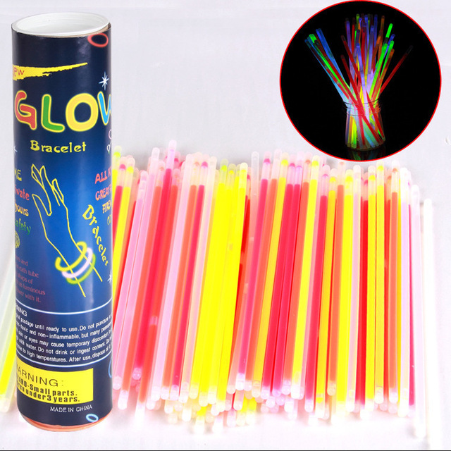 100pcs fluorescent bar Glow Stick Glow in the Dark Bracelet Party Halloween Fluorescent Light-up Toys with Straight Connectors