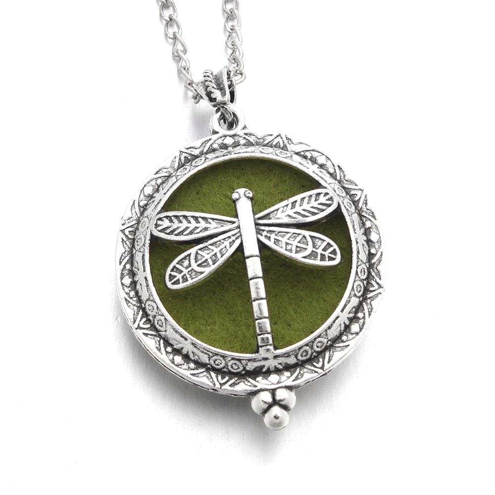 5 x Christmas green Tree Zinc Alloy Charm Pendants A8160