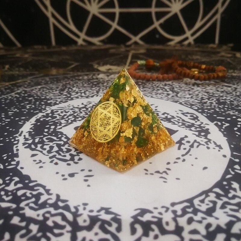 Orgonite Pyramid Natural Green Crystal Anahata Chakra Chamuel Cure Anxiety Resin Pyramid Jewelry Decoration Crafts