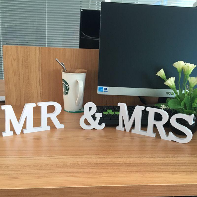Nouveau produit 10 ensembles solides lettres en bois Mr & Mrs pour décoration de mariage signe Top Table présent décor