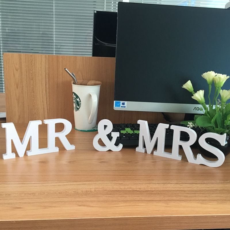 Novo Produto 10 Sets Sólidos Mr & Mrs Letras De Madeira para a Decoração Do Casamento Sinal Table Top Decor Present