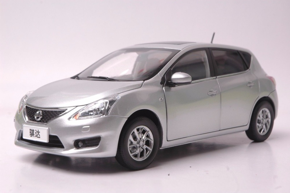 1:18 Diecast Model for Nissan Tiida Versa Latio 2012 Silver Hatchback Alloy Toy Car Miniature Collection Gift Pulsar 1 18 diecast model for jeep compass 2017 silver suv alloy toy car miniature collection gift