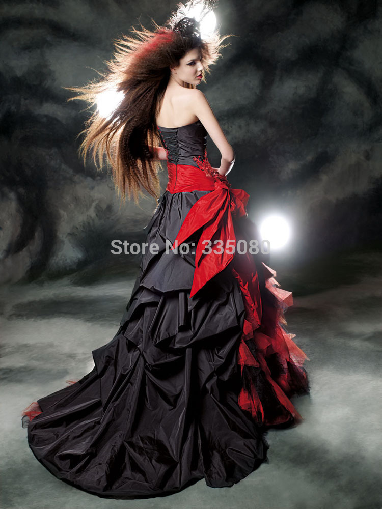 78fb2a09e6 2016 Custom Made Red and Black Wedding Dress Floor Length Beaded Applique Bridal  Gown-in Wedding Dresses from Weddings   Events on Aliexpress.com