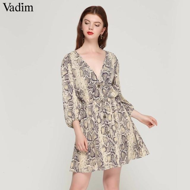 Vadim femmes sexy V cou serpent motif robe élastique taille trois quarts manches plissée boutons casual mini robes QA423