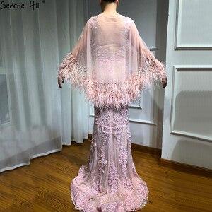 Image 2 - Розовые вечерние платья без рукавов с перьями и шалью из пряжи 2020, модные сексуальные вечерние платья русалки с кристаллами и жемчугом Serene Hill LA6608