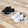 2016 de Otoño de Cuero Zapatos de Los Niños Zapatos Blancos Negros Calzados casuales Skateboard Kids Niño Niños Niñas Transpirable Suave