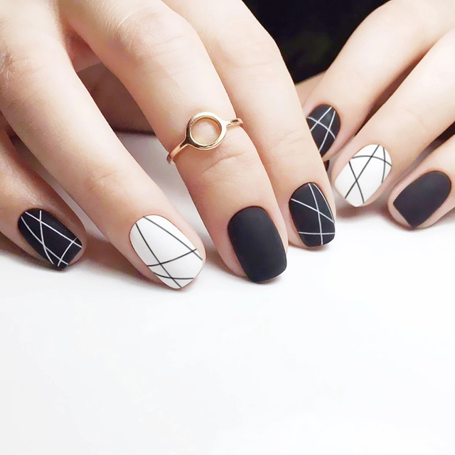 Matte Black And White Pure Color With Disordered Line Pattern Fake Nails Cute False 24pcs