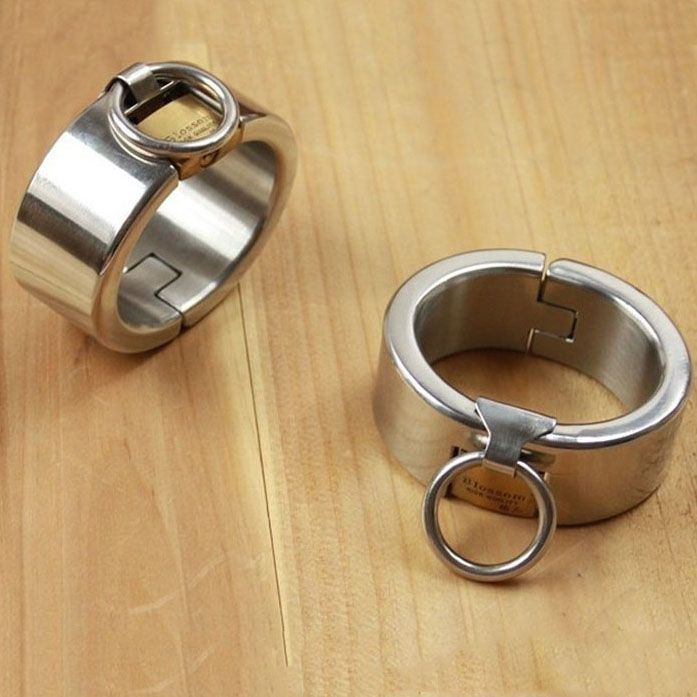 2019 Hot stainless steel metal bondage handcuffs with lock slave bdsm wrist restraints hand cuffs fetish wear sex toys tools2019 Hot stainless steel metal bondage handcuffs with lock slave bdsm wrist restraints hand cuffs fetish wear sex toys tools
