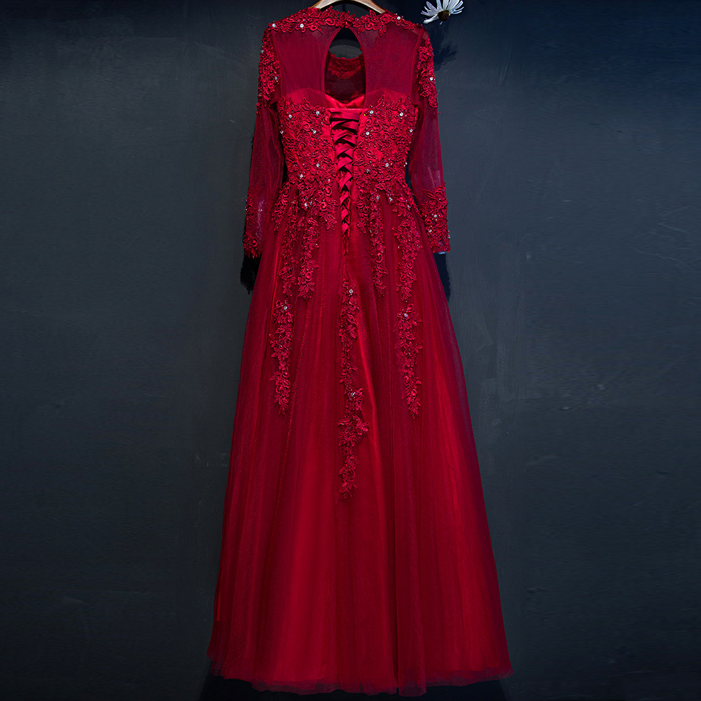 Erfreut Frauen Rote Parteikleider Fotos - Brautkleider Ideen ...