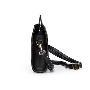 Image 2 - Classic Ladies Handbag Snake Printing High Quality Leather Ladies Crossbody Bag 2019 Luxurious Brand Women Shoulder Bag Tote