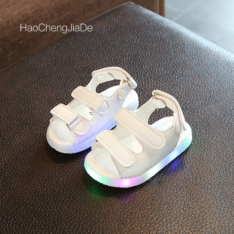 2018 Fashion Kids Sandals Summer Glowing Shoes New Style Girls Boys LED Sandals Children Shoes Boys cut-outs canvas rain